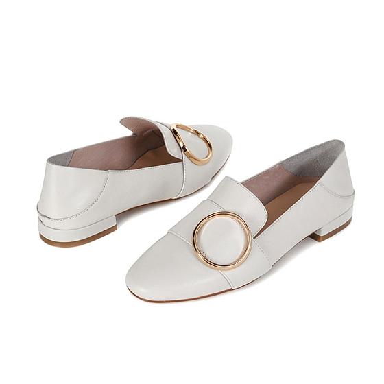 达芙妮时尚牛皮低跟环扣乐福鞋
