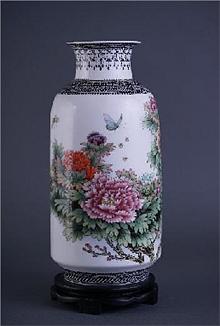 《国色天香》粉彩瓷瓶